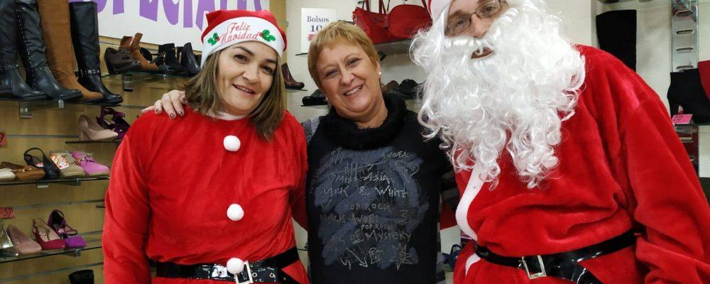Papá Noel visita los comercios de Crevillent